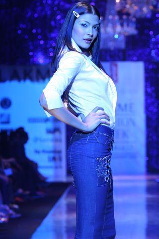 Lakme Fashion Week: Creations by Designer Tarun Tahiliani