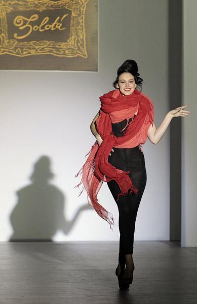 Gauzy gowns highlight Russian Fashion Week
