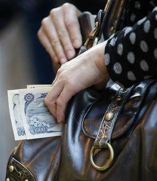 Economic woes cramp style of Japanese luxury shoppers