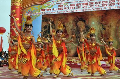 Int'l Tourism Festival Opens