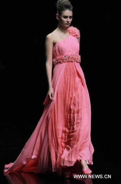 Elegant creations of Lin Zihan grace China Int'l Fashion Week
