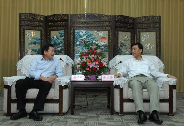 Li Anze met Xie Baojun,Chairman of the board of Henan Hengxing Science Co., Ltd