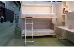 camas modernas ocultadas de la pared de la litera con las escaleras para el panel del grado de los nios e