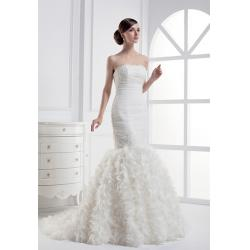 China Luxurious lace applique long pleated mermaid wedding dress on sale