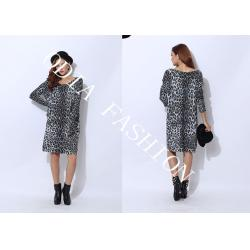 China Long Ladies Crew Neck Sweaters with Leopard Prints Showing Dignity on sale