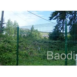 China Highway Road Safety Green Wire Mesh Fence Semi Opaque With Low Carbon Steel on sale