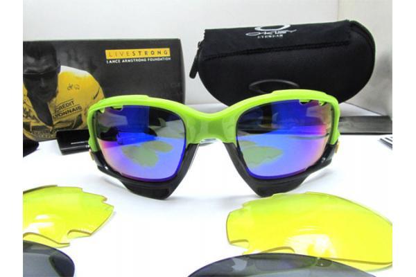 snowboarding oakley goggles  oakleys are that