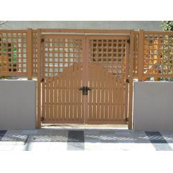 China Recycled WPC Outdoor Fence Post and Door for Lovely Garden / Courtyard on sale