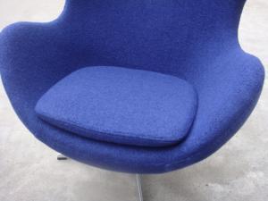 Modern fiberglass swiviling leisure egg chair iconic mid for Iconic mid century modern furniture