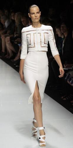 Elegant dress looks dazzle Versace show at Milan Fashion ...